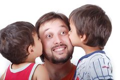 Padre encantador y dos hijos Fotografía de archivo libre de regalías