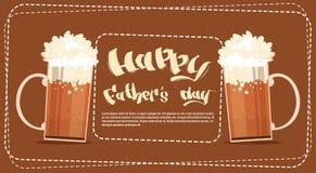 Padre felice Day Family Holiday, vetri di birra celebrante la cartolina d'auguri Immagini Stock Libere da Diritti