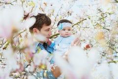 Padre feliz con su hija linda Fotografía de archivo libre de regalías