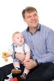 Padre feliz hermoso y el pequeño bebé lindo Foto de archivo