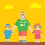 Padre feliz que camina con su hija e hijo Imagen de archivo