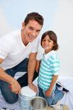 Padre lindo y su adornamiento del hijo su Imagen de archivo libre de regalías