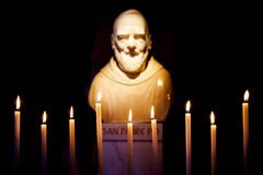 Padre Pio雕象 免版税库存照片