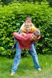 Padre que juega con dos niños Imagenes de archivo
