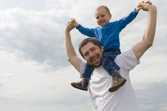 Padre que juega con el hijo Fotografía de archivo libre de regalías