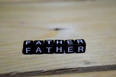 Padre scritto sui blocchi di legno Concetti di motivazione e di ispirazione immagini stock libere da diritti