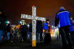 Padre transversal e ortodoxo no protesto, Bucareste, Romênia Imagens de Stock