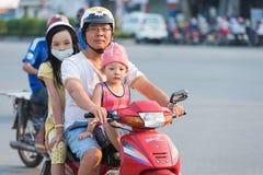 Padre vietnamita e bambini Immagine Stock