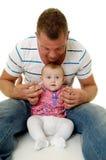 Padre y bebé sonrientes Fotografía de archivo libre de regalías