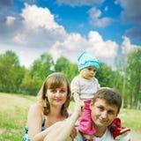 Padre y madre con el bebé Fotos de archivo libres de regalías