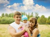 Padre y madre con el bebé Foto de archivo
