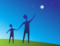 Padre y niño que señalan en la estrella Foto de archivo
