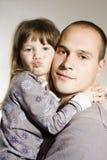 Padre y pequeña hija Foto de archivo libre de regalías