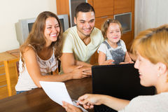 Padres con la hija imágenes de archivo libres de regalías