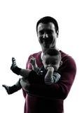 Padres de los padres con la silueta del retrato del bebé Imagen de archivo