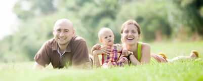 Padres felices con el niño fotografía de archivo libre de regalías