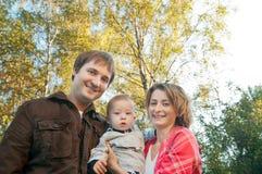 Padres felices con un bebé Fotos de archivo libres de regalías