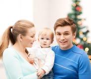 Padres felices que juegan con el bebé adorable Foto de archivo libre de regalías