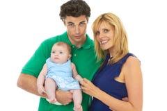 Padres jovenes orgullosos con el bebé fotografía de archivo