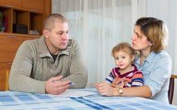 Padres serios que discuten tutela parental Imagen de archivo libre de regalías