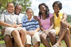 Padres y niños de la familia del afroamericano Fotografía de archivo