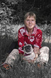 Padrona di dog_greenless Fotografia Stock