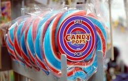 Padstow,康沃尔郡, 2018年4月11日:糖果流行在红色的棒棒糖 库存图片
