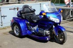 Padstow, Cornualles, el 11 de abril de 2018: Honda azul eléctrico brillante G Fotografía de archivo