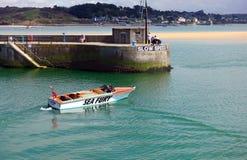 Padstow Cornwall, April 11th 2018: Snabb motorbåt Royaltyfria Foton