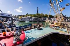 Padstowhaven met vissersboot in voorgrond in Padstow, Cornwall, het UK wordt genomen dat royalty-vrije stock afbeelding