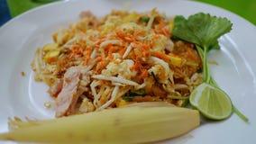Padthai com camarão, o limão, e o vegetal secados foto de stock royalty free