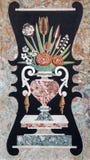 Padua - das Steinmosaik des Blumenstraußes auf dem Seitenaltar von Kirche Chiesa-degli Eremitani Stockbild