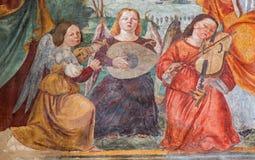 Padua - freskomålningen av änglar med musikinstrumenten vid Bonino da Campione (14 cent ) i kyrkan av Eremitanien Royaltyfri Foto