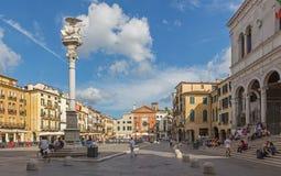 PADUA, ITALIË - SEPTEMBER 10, 2014: Piazza het vierkant van deisignori en st Tekenkolom Stock Foto's