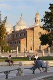 Padua, Italia - 24 de agosto de 2017: La basílica de Santa Giustina está situada en el centro del cuadrado de Valle del della de  Fotografía de archivo