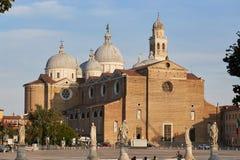 Padua, Italien - 24. August 2017: Die Basilika von Santa Giustina ist in der Mitte des Prato-della Valle-Quadrats Lizenzfreie Stockfotografie