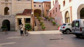 Padua Italien - Oktober 17: Arkitektur av den härliga italienska staden av Padua, bostads- byggnader och uteplatser lager videofilmer