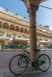 Padua - Piazza delle della Ragione van Erbe en Palazzo- Royalty-vrije Stock Foto's