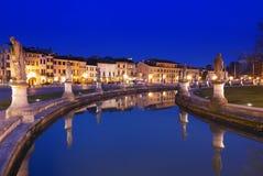 Padua Prato della Valle belichtet nachts Lizenzfreies Stockfoto