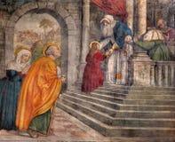 Padua - presentation i tempelfreskomålningen i den kyrkliga Sanen Francesco del Grande i kapellCappella di Santa Maria della Cari royaltyfria foton