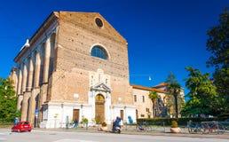 Padua, Włochy: Kościół Katolicki parafia - Parrocchia Santa Maria Del Karmin robić czerwone cegły zdjęcia royalty free