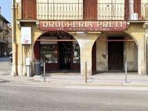 Paduas shoppar tipical gamla Italien fotografering för bildbyråer