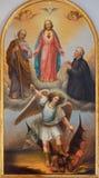 Padus - hjärtan av Jesus, ärkeängeln Michael och andra helgon från 19 cent i kyrkliga chiesadi Santa Maria del Torresino Arkivbilder