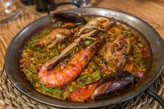 Paella, χαρακτηριστικά ισπανικά τρόφιμα Στοκ φωτογραφία με δικαίωμα ελεύθερης χρήσης