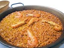 Paella authentique de mollusques et crustacés de Valence image stock