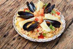 Paella avec des fruits de mer Images stock