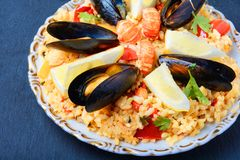 Paella avec des fruits de mer Photo stock