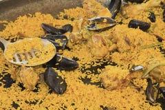 Paella de los mariscos en sartén grande. Fotos de archivo libres de regalías
