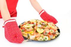 Paella deliciosa en cacerola imagen de archivo libre de regalías