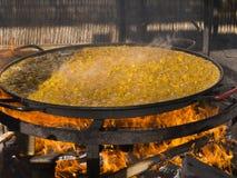 Enormes Pan von Paella Lizenzfreie Stockfotos